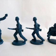 Lot 4 figurine plastic albastru inchis, soldati colectie