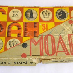 Joc romanesc Sah si Moara vechi vintage, carton cu piese de plastic - Jocuri Logica si inteligenta