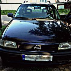 Vand Opel Astra, An Fabricatie: 1995, Benzina, 200 km, 16 cmc