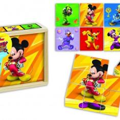 Puzzle din cuburi de lemn BRIMAREX Mickey si pilotii de curse 9 piese