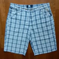 Pantaloni hip hop Karl Kani; marime 42, vezi dimensiuni; impecabili, ca noi - Bermude barbati, Culoare: Din imagine