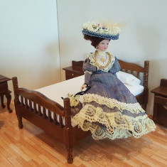 Mobilier miniatura papusi - dormitor set complet 5 piese - nuc - Papusa