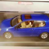 Macheta VW Golf albastru 5 3 usi 2003, 1:43