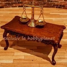 Masuta de cafea Louis XVI din lemn furnir nuc miniatura - pentru diorame papusi - Papusa