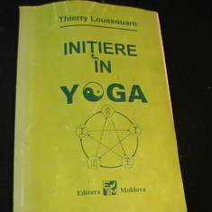 INITIERE IN YOGA-THIERRY LOUSSOUARN-TRAD.NOEMI BOHMER- - Carti Hinduism