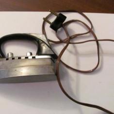 PVM - Fier de calcat vechi  mic pentru voiaj talpa aluminiu perfect functional