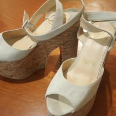 Sandale louboutin originale 37 - Sandale dama Christian Louboutin, Culoare: Bej