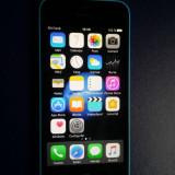iPhone 5C Apple NECODAT Orange Albastru 8 GB Stare Buna IOS 10.3.3 + incarcator +cablu, Neblocat