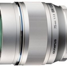 Olympus Obiectiv Foto Olympus Zuiko Digital 75mm 1:1:8 (Argintiu) - Obiectiv DSLR
