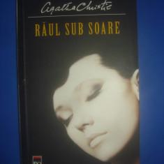 AGATHA CHRISTIE - RĂUL SUB SOARE - Carte politiste, Litera