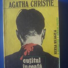 AGATHA CHRISTIE - CUȚITUL ÎN CEAFĂ - Carte politiste, Litera