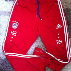 Echipament Bayern Muchen Original 100% - Echipament fotbal Adidas, Marime: L, Set echipament fotbal