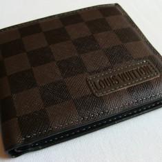 Portofel L V classic maroniu cu negru in patratele, marca cusuta in fata, nou ! - Portofel Barbati Louis Vuitton, Din imagine