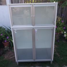 Vitrină cu uși cu geam opac in ramă aluminiu