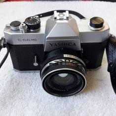 YASHICA TL ELECTRO . MADE IN JAPAN .