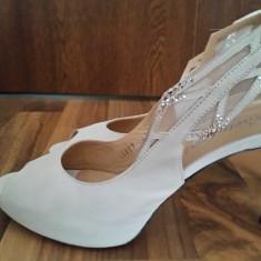 Pantofi mireasa piele intoarsa - Pantof dama, Culoare: Alb, Marime: 37.5, Cu platforma