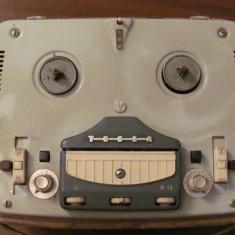 PVM - Magnetofon vechi pe lampi TESLA Sonet B3 neprobat