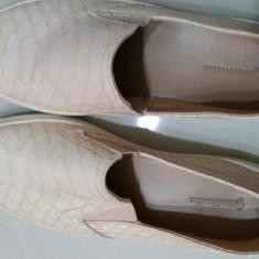 Pantof dama Zara sport marca Stradivarius, Culoare: Crem, Marime: 35, Cu talpa joasa