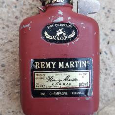 BRICHETA DE COLECTIE, METALICA, STICLA CONIAC Remy Martin, Cu gaz