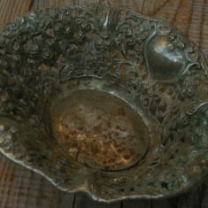 FRUCTIERĂ / COȘULET MIC CONFECȚIONAT DIN ANTIMONIU, DECORAT CU TRANDAFIRI! - Metal/Fonta, Vase