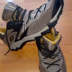 Adidasi Columbia Sabre Gore-Tex XCR - Adidasi barbati Columbia, Marime: 42, Culoare: Maro