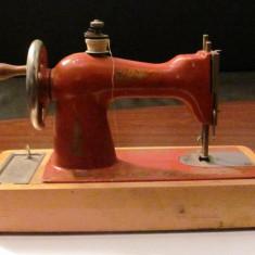 PVM - Masina de cusut veche mica voiaj fabricatie URSS Rusia
