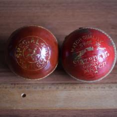 2 mingi de Crichet Slazenger si R.K.ING