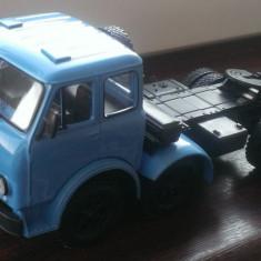 Macheta camion MAZ 520 1965 Cap tractor - noua, scara 1/43