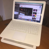 Apple MacBook Late 2009, 13 inches, Intel Core 2 Duo, 128 GB
