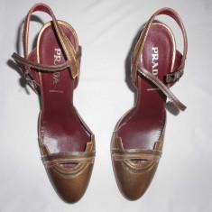 Pantofi Prada Italy marimea 38 - Pantof dama Prada, Culoare: Auriu, Cu toc