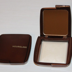 Pudra incolora luminoasa Hourglass Nuanta Diffused Light, Compacta