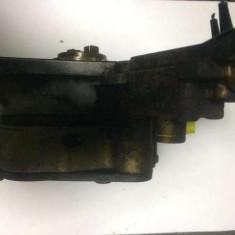 Pompa vacum tandem Golf V 1.9 TDI 105 cai cod: 038 145 215 - Dezmembrari Volkswagen