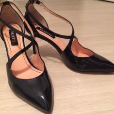 Pantof negru cu toc si barete Musette