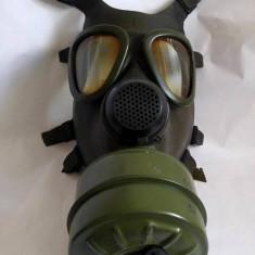 Masca de gaze, anii '80, cu cartus, colectie, decor, proiect arta instalatie