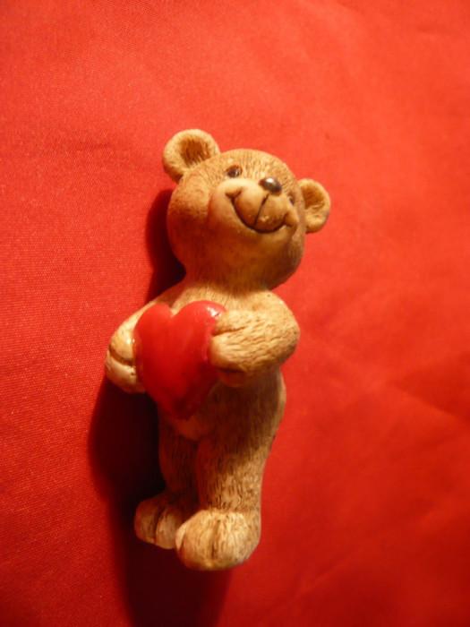 Bibelou - Figurina - Ursulet cu inimioara rosie , h= 6 cm foto mare