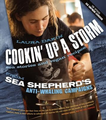 Cookin' Up a Storm: Stories and Recipes from Sea Shepherd's Anti-Whaling Campaigns foto
