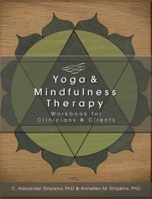 Yoga & Mindfulness Therapy Workbook for Clinicians and Clients foto mare