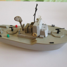 Jucarie frictiune fregata militara cu cheie(motoras mecanic), anii 80 functionala - Colectii