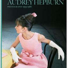 Bob Willoughby: Audrey Hepburn, Photographs 1953-1966 - Carte in engleza