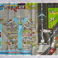 Plansa de joc, aeroport, dintr-un fel de material de punga groasa mai tare