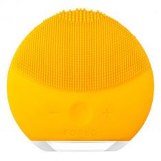 Perie de curatare faciala FOREO F3364 Luna Mini 2 pentru toate tipurile de ten - Aparat pentru ingrijirea tenului