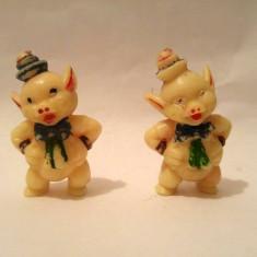 Lot 2 figurine plastic alb, purcei, purcelusi, 4cm, posibil Germania - Figurina Desene animate