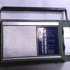 Un aparat de radio vechi romanesc de colectie anii 70 Pescarus functional - Aparat radio