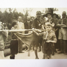 Rara! Foto cercetasi depunand juramantul in anii 30