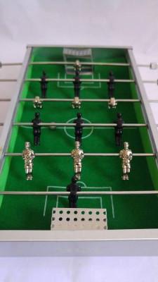 Mini joc de fotbal de masa, de metal, cu bila si jucatorii de metal, 23x18x4cm foto