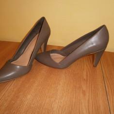 Pantofi dama Stradivarius, marimea 37, stare buna! - Pantof dama, Culoare: Din imagine, Cu toc