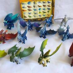 Lot 12 figurine: dragoni UBISOFT Italia, colectie, Combattimenti fra giganti - Figurina Dinozauri