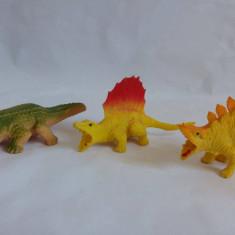 Lot 3 figurine: 2 dinozauri si un crocodil, cca 8-9cm lungime - Figurina Dinozauri