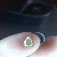 Diamant galben taiat picatura, para 0.78 ct