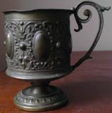 Suport vechi, pentru pahar, din alama